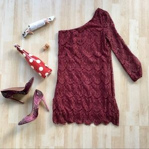 UO Gentle Fawn One-Sleeve Lace Dress Small berry